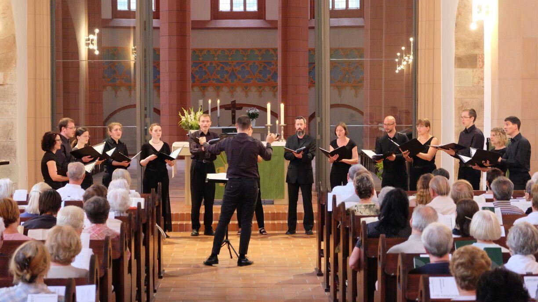 Die Cantorianer singen in der Jakobikirche Chemnitz.